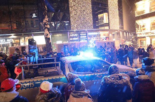Zakopane i najazd turystów. Policja przez wiele godzin musiała upominać turystów gromadzących się na Krupówkach. Fot: TOMASZ DNO, Polska Press
