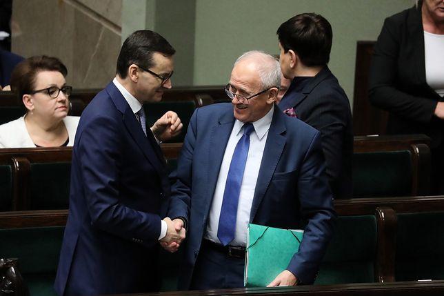 Premier Mateusz Morawiecki i minister energii Krzysztof Tchórzewski podczas posiedzenia Sejmu, na którym zajmowano się sprawą podwyżek cen prądu. 28 grudnia 2018 r.