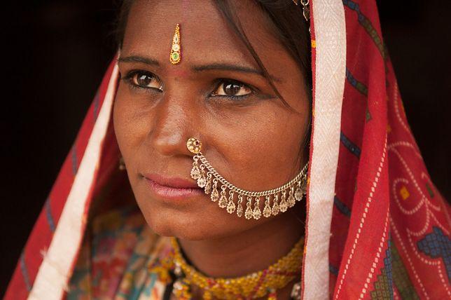 W wielu regionach Indii kobiety są piętnowane za menstruację.