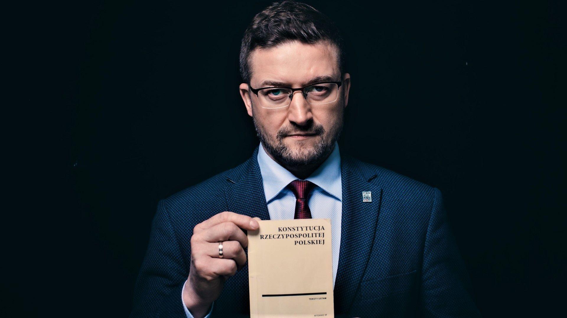 Sędzia Paweł Juszczyszyn ma zakaz orzekania. Zakaz wydał sąd, który uznaje tylko strona rządowa