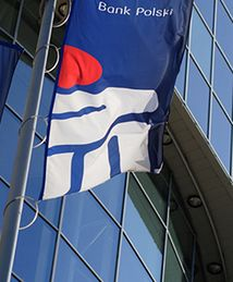 Od poniedziałku PKO Bank Polski obniża koszty kredytów hipotecznych. Bank chce w tym roku podobnie jak w poprzednim osiągnąć wysoką sprzedaż
