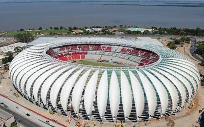 Przepłacone stadiony, niespełnione obietnice przed mundialem w Brazylii