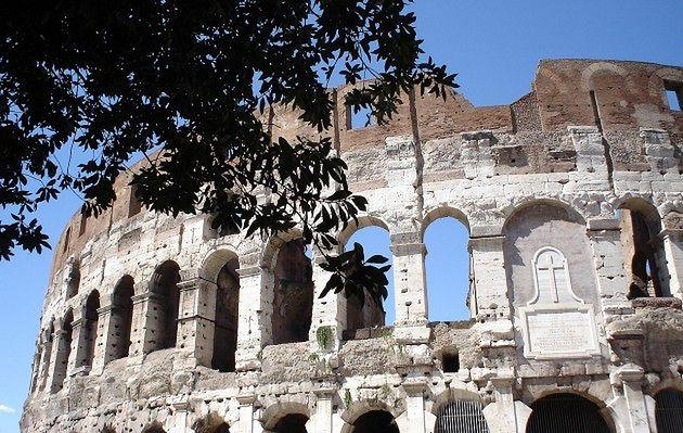 Koloseum rozpada się