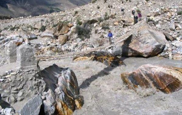 Most na rzece w drodze do Jhola (03.07.2006)