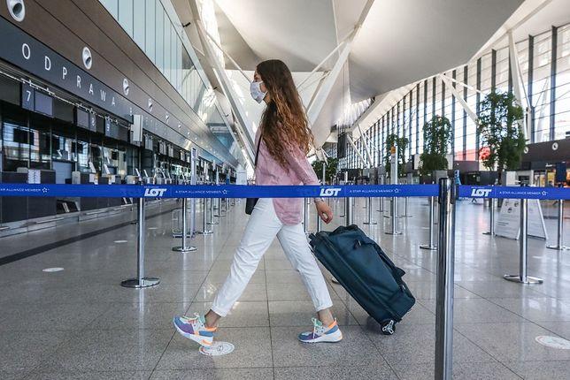 Nie można też dziś wykluczyć, że wejście do samolotu będzie się niedługo odbywało przez tunel, w którym będzie miała miejsce dezynfekcja pasażerów