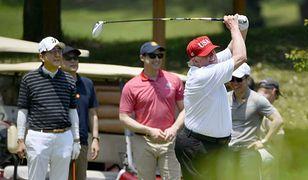 Donald Trump kocha grać w golfa. Na zdjęciu podczas wizyty w Japonii.