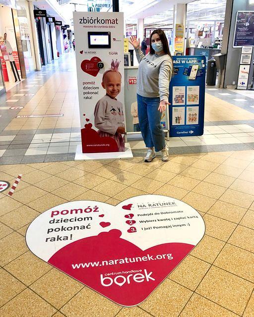 """Wrocław. Pomaganie jest łatwe. Dzieci walczące z nowotworami we wrocławskiej klinice wspomóc można korzystając z """"dobromatu"""""""