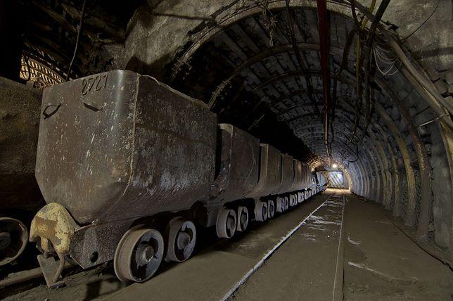 Koronawirus w Polsce. Górnicy nie boją się COVID-19. W autobusach pracowniczych nie zakładają maseczek