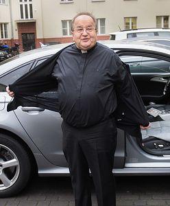 """""""Dwa samochody dostaliśmy od bezdomnego"""". Oto, co powinien zrobić z o.Rydzykiem Urząd Skarbowy"""