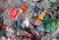 Koncerny walczą z problemem, który stworzyły. Jak pozbyć się plastiku?