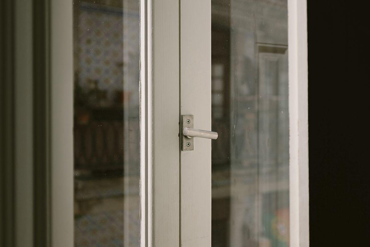 Konserwacja uszczelek w oknach to czynność, o której zapomina mnóstwo osób.