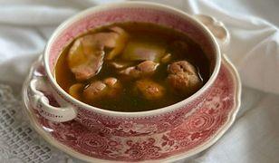 Zupa borowikowa z suską sechlońską i kasztanowymi łazankami