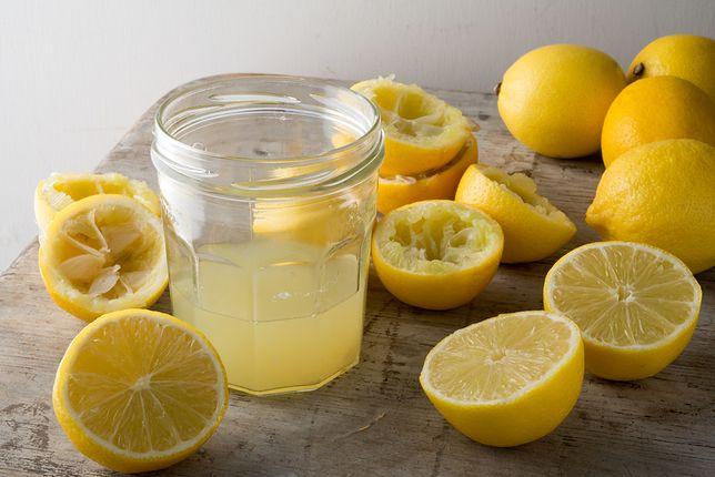 Cytryna ma kwaśny smak, dlatego stosowana jest głównie jako dodatek np. do sałatek, gdzie wykorzystywana jest ich skórka lub kilka kropel soku dla złamania smaku. Przepisy z cytryną