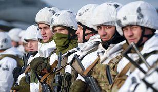 Ukraińscy spadochroniarze przed wyruszeniem na wschód kraju