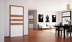 Panele podłogowe w drzwiach zamiast na podłodze? To możliwe!