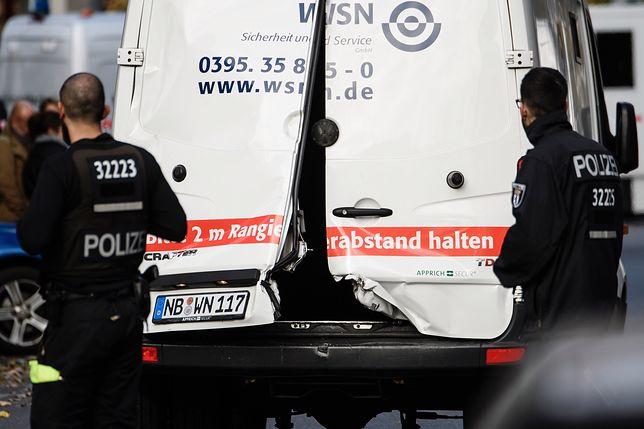 Zamaskowani bandyci napadli na furgonetkę z pieniędzmi
