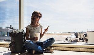 Osobom, którym odmówiono wejścia na pokład przysługuje bezpłatny posiłek i napój w ilości adekwatnej do czasu oczekiwania na kolejny lot