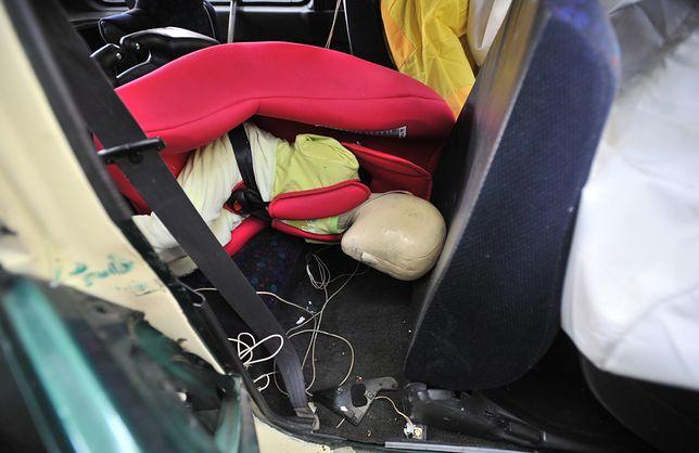 Wybór niewłaściwego fotelika lub jego niewłaściwe zamontowanie mogą mieć tragiczne następstwa. Na zdjęciu test przeprowadzony w Przemysłowym Instytucie Motoryzacji