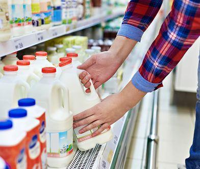 Mleko UHT można zastąpić mlekiem pasteryzowanym lub roślinnym.