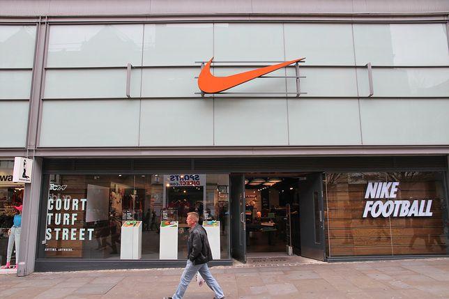 """Nike Air Max 270 w ogniu krytyki. Na podeszwie nowych Air Max 270 umieszczono  słowo """"Allah"""". Muzułmanie są oburzeni."""