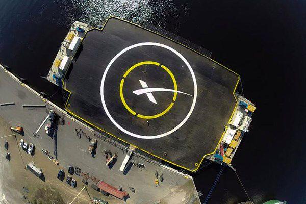 Rakieta SpaceX rozbiła się podczas próby lądowania