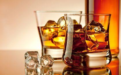Paddy Irish Whiskey sprzedana Amerykanom. Produkcja zostaje w Irlandii