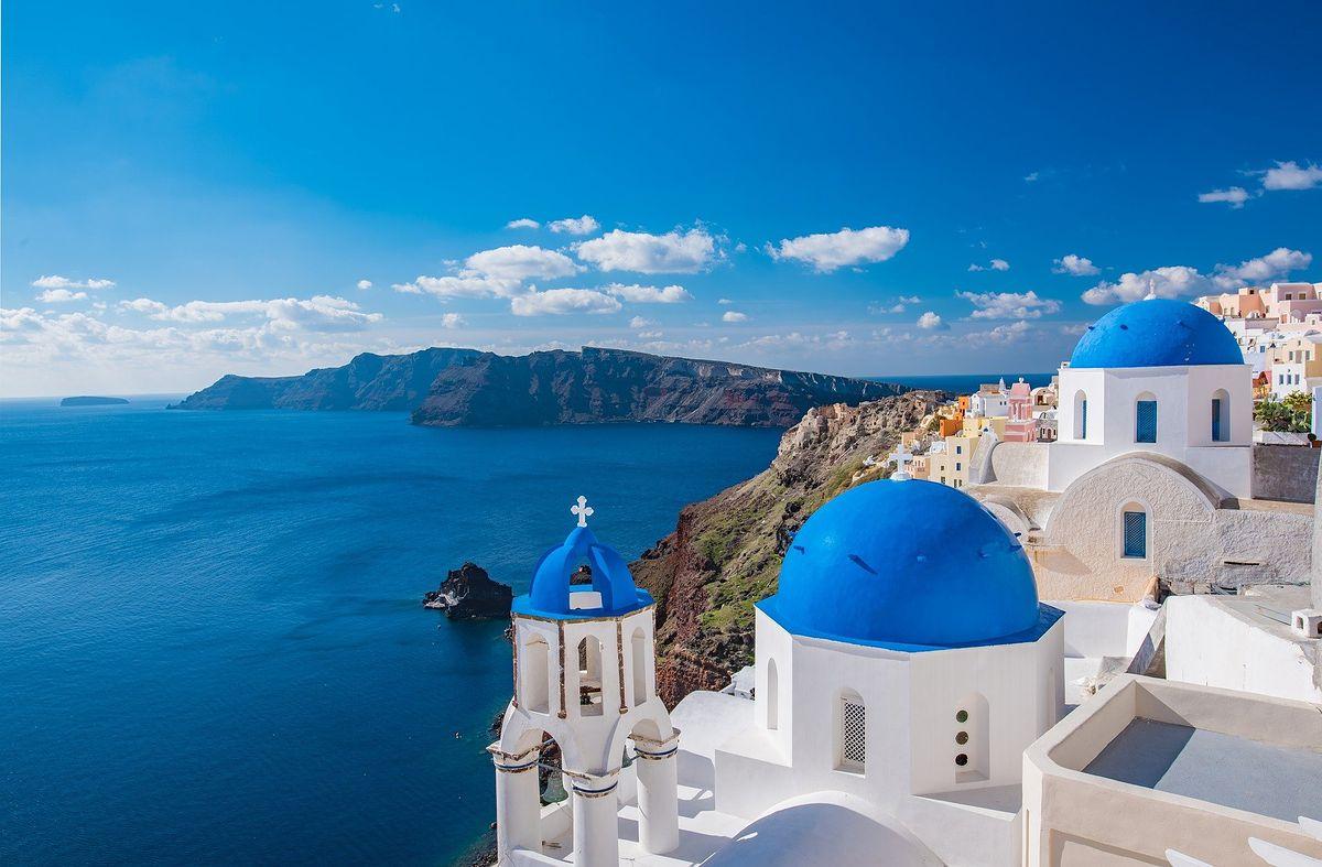 Santorini to jedno z bardziej popularnych turystycznie miejsc w Grecji