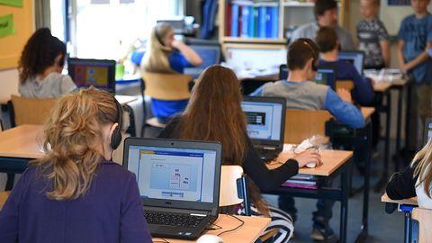 Ataki cybernetyczne na polskie szkoły i uczelnie. Nawet 950 przestępstw tygodniowo