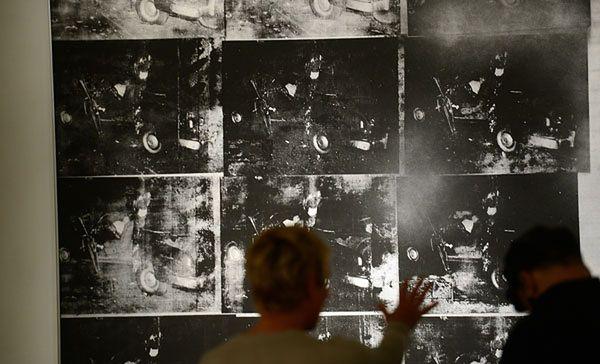 Obraz Andy''ego Warhola przedstawiający scenę z wypadku samochodowego