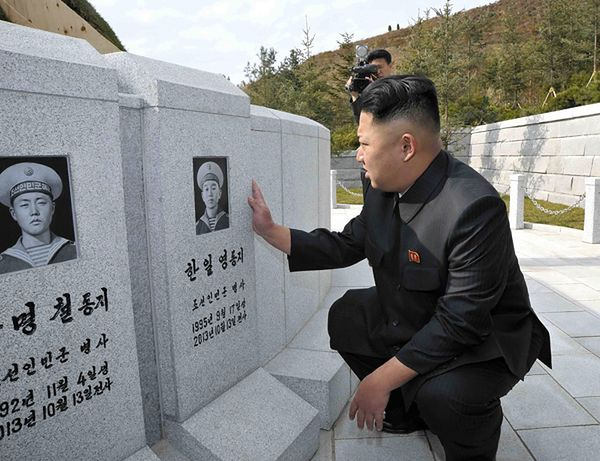 Kim Dzong Un odwiedza groby marynarzy