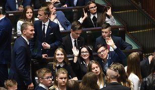 Przeniesienie obrad młodzieżowego parlamentu wzbudziło spore kontrowersje