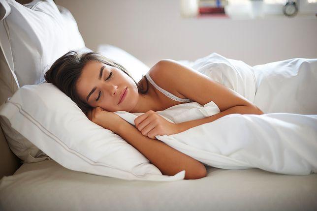 Kołdra oddychająca zapewnia komfortowy sen osobom cierpiącym na nadmierną potliwość