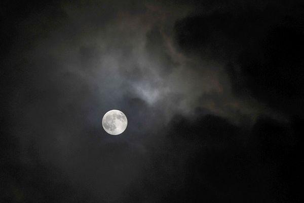 Wkrótce spotkanie Księżyca i Marsa na nocnym niebie