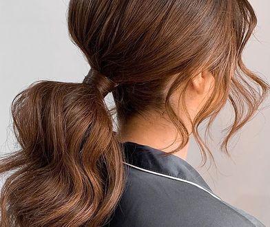 Ta fryzura podbija Instagram. Takie proste upięcie wykonasz w zaledwie kilka minut