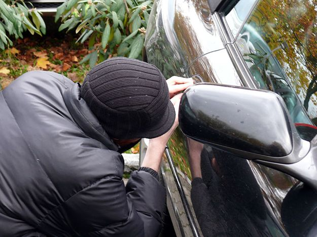Lubuska policja szuka auta niepełnosprawnej dziewczyny. Zapłaci za informacje