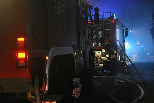 Pożar mieszkania w centrum Kalisza - mężczyzna zdołał uciec z płonącego mieszkania