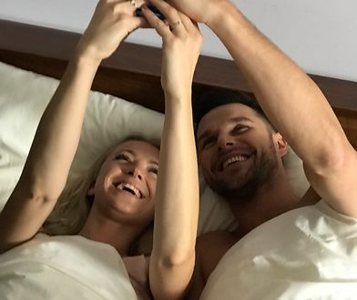 """Barbara Kurdej-Szatan w łóżku z Markiem Kaliszukiem w teledysku do singla """"Bez Ciebie nie ma mnie"""""""