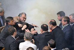 Zadyma w parlamencie