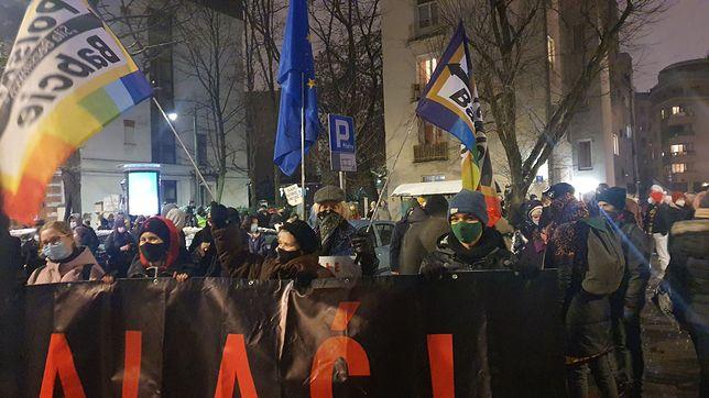 Warszawa. Polskie Babcie zapowiadają, że będą co czwartek pojawiać się na ulicach stolicy, bo nie jest im obojętna przyszłość Polski i los ich wnuków