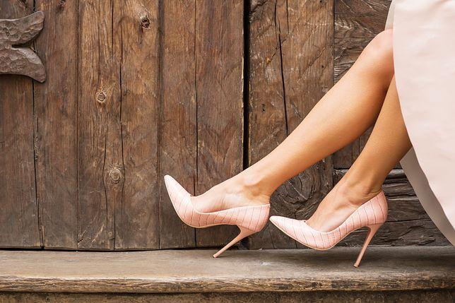Najlepsze buty na wiosnę. Przegląd eleganckich, pudrowych czółenek
