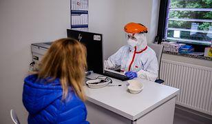 Koronawirus. Testy antygenowe w przychodniach i w raportach MZ