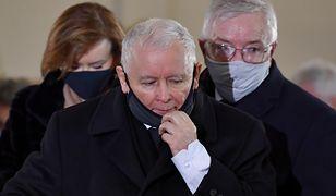 Msza święta z udziałem Jarosława Kaczyńskiego. Policja zajęła stanowisko
