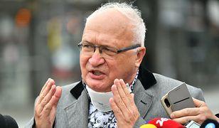 """Jarosław Kaczyński na mszy. Prof. Simon: """"Takie zachowania są skandaliczne"""""""