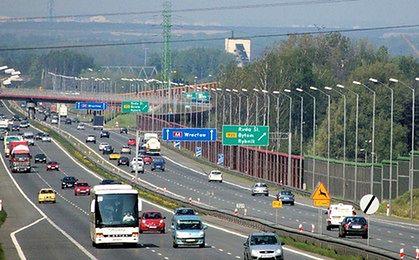 Trójwymiarowe znaki i bufostrady na drogach