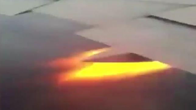 Barcelona - płomienie wystrzeliły z silnika samolotu