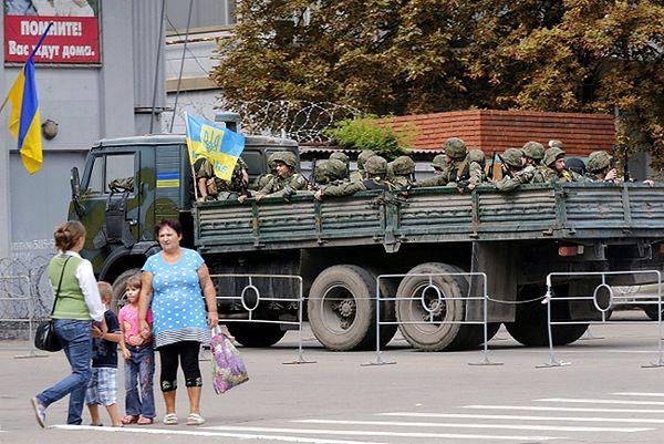 Kruchy rozejm na wschodzie Ukrainy i zapowiedź wymiany jeńców