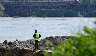 Alert powodziowy na Pomorzu. IMGW apeluje, by nie wchodzić na wały