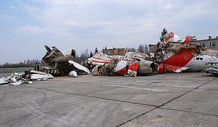 Szczątki samolotu na płycie lotniska Smoleńsk Siewiernyj