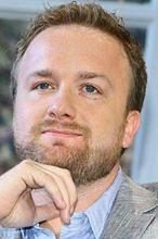 """""""Wszyscy kochaja Romana"""": Kasprzykowski wreszcie dostał pracę"""