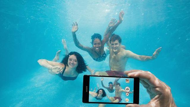 Podwodne foto z Xperią. Utrata gwarancji gwarantowana (źródło: Sony)